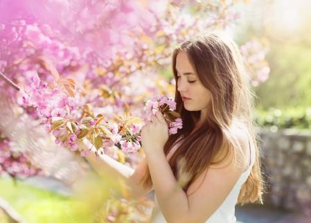 春天的花朵美女唯美4K高端电脑桌面壁纸