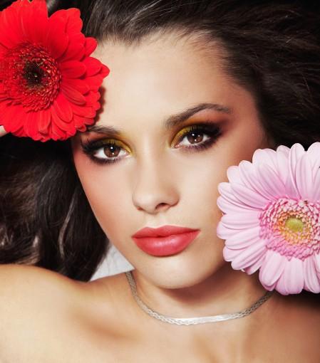 美女面部妆效与花朵4K超高清壁纸精选