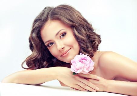 女孩 甜美的笑容 花朵 性感美丽美女5K高端电脑桌面壁纸
