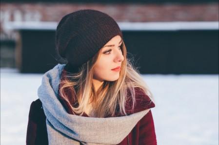 漂亮的女孩 帽子 围巾 5K高端电脑桌面壁纸