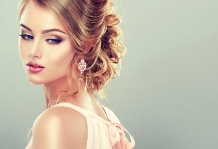 蓝色的眼睛 时尚 耳环 模特 优雅 5K美女高端电脑桌面壁纸