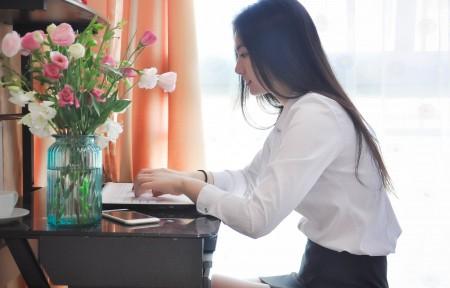 女白领上班图片