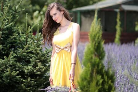 女孩 黄色连衣裙 薰衣草 4K美女图片