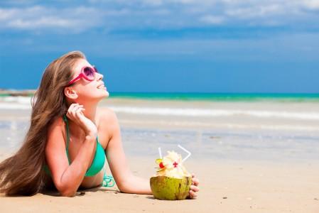 沙滩 泳装 棕发 比基尼美女4k高端电脑桌面壁纸