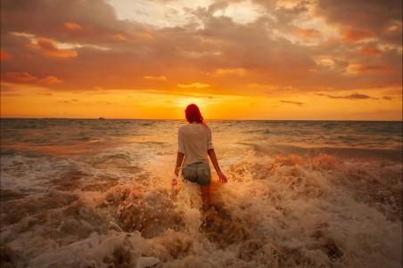 大海 沙滩 女孩 云 日出 4k美女摄影高清壁纸极品游戏桌面精选