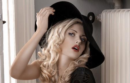 帽子 金发 漂亮美女4k高端电脑桌面壁纸