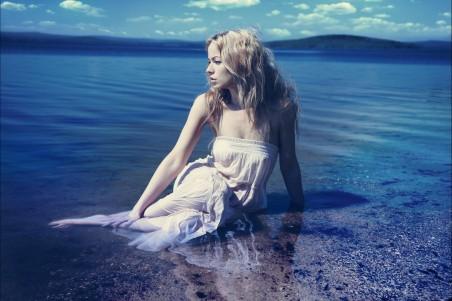 海边海滩女孩金发碧眼性感美女4K高清超高清壁纸精选