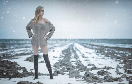 女孩 雪 冷天 4K图片