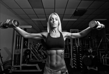 女人 健身 哑铃 4K美女图片