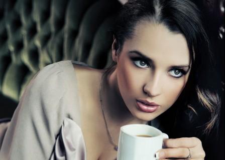 咖啡 黑发美女5K图片