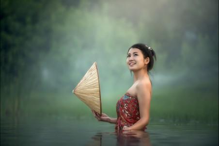 水 沐浴 斗笠 年轻女子 柬埔寨 4k美女超高清壁纸精选