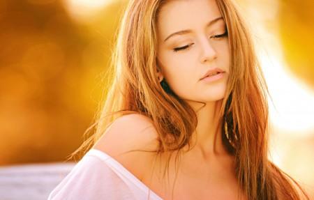 女子 金发 模特 黄色背景 性感美女4k超高清壁纸精选图片