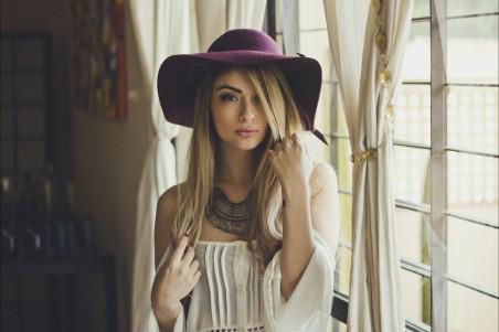 女孩 房间 帽子 金发性感美女4k高清壁纸极品游戏桌面精选