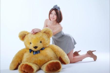 美女和玩具熊4k高清壁纸极品游戏桌面精选