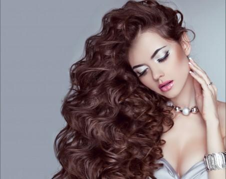 波浪发型美女4K图片
