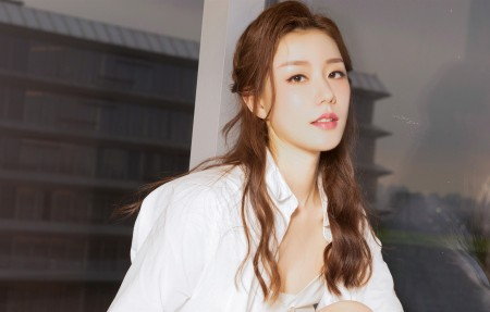 江琴 白色睡衣长发美女4k高端电脑桌面壁纸3840x2160