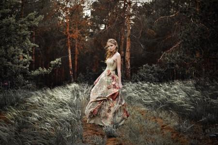 森林,漂亮女孩,裙子,卷发,唯美风景图片