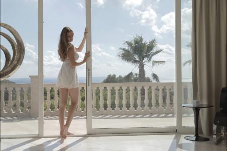 窗口 性感美女写真4K图片