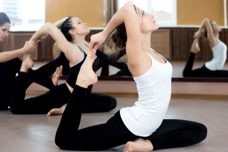 瑜伽美女4K高清图片高端电脑桌面壁纸
