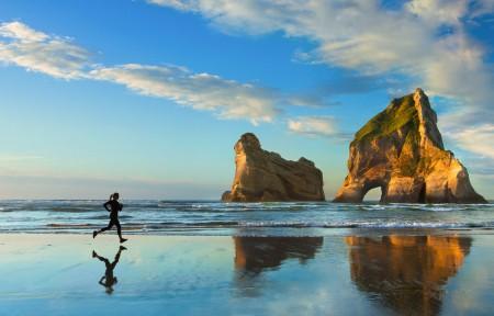 海边跑步的女孩 windows10 3440x1440风景高端电脑桌面壁纸
