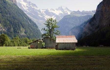 劳特布伦嫩(Lauterbrunnen)谷地风景3440x1440曲面屏高端电脑桌面壁纸