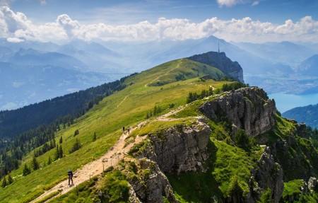 尼德峰niederhorn瑞士伯尔尼阿尔卑斯山4k风景高端电脑桌面壁纸