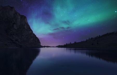 冰岛夜幕降临在极光湖4096x2160风景高端电脑桌面壁纸