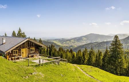 高山 山上的小屋 天空 森林 巴伐利亚3440x1440风景高端电脑桌面壁纸
