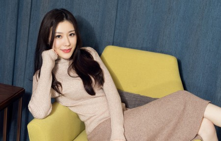 江琴 毛衣裙4k美女高端电脑桌面壁纸