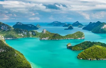 泰国安通国家海洋公园的热带岛屿群3440x1440风景高端电脑桌面壁纸