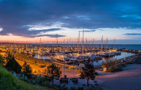 夕阳,云彩,地平线,天空,晚上,游艇,灯,德国海湾海岸风景4K高端电脑桌面壁纸