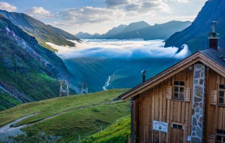 奥地利蒂罗尔州的皮茨河谷山谷4K风景高端电脑桌面壁纸