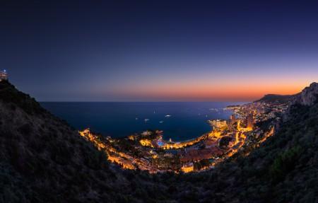 海边城市的灯光 山 夜晚 摩纳哥风景4K高端电脑桌面壁纸