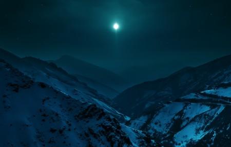 伊朗德黑兰以北的阿尔堡山脉晚上星空风景4K高端电脑桌面壁纸