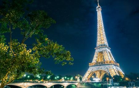 神奇巴黎 埃菲尔铁塔晚上风景4K高端电脑桌面壁纸