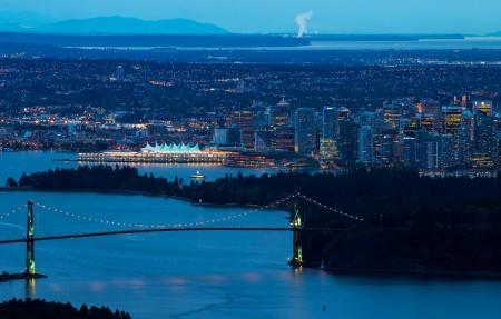 温哥华狮门大桥城市风景4K高端电脑桌面壁纸