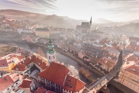 捷克共和国,捷克克鲁姆洛夫小镇,河流,4K风景高端电脑桌面壁纸