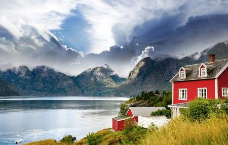 美丽的挪威山湖房屋风景3840x2160高端电脑桌面壁纸
