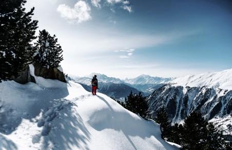 雪景,雪山,登山者7K高端电脑桌面壁纸