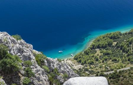 克罗地亚 蓝色海洋浮船4K风景高端电脑桌面壁纸