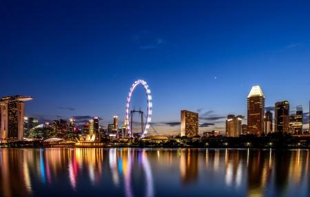 费里斯轮,摩天轮,夜晚海边城市,摩天大楼4k风景高端电脑桌面壁纸