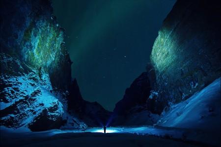 星空 夜晚 男人 光 石山 雪4k风景高端电脑桌面壁纸