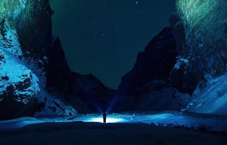 晚上,雪山,星夜,男人,手电筒,光,3440x1440高端电脑桌面壁纸