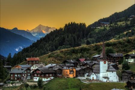 瑞士,森林,树木,房屋,教堂,山脉,风景4K高端电脑桌面壁纸