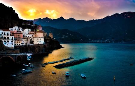伊特鲁里亚海 紧邻小镇Amalfi 4K风景超高清壁纸精选