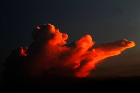 云 日落 金色的夕阳 天空 户外 景区 宁静 天气 4K高端电脑桌面壁纸