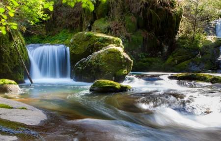 自然 森林 小溪 流水 瀑布4K高端电脑桌面壁纸3840x2160