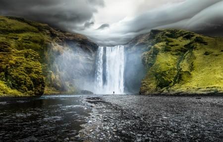 冰岛南部河上的瀑布4K风景高端电脑桌面壁纸