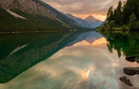 日落的湖泊 奥地利风景4K高端电脑桌面壁纸