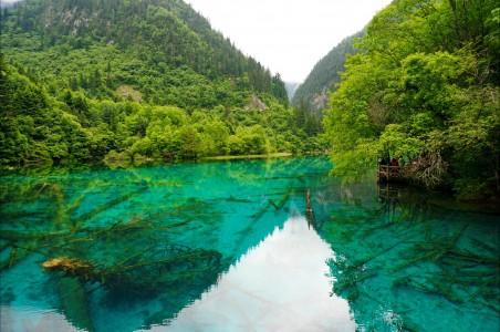四川九寨沟湖面自然风景4K高端电脑桌面壁纸